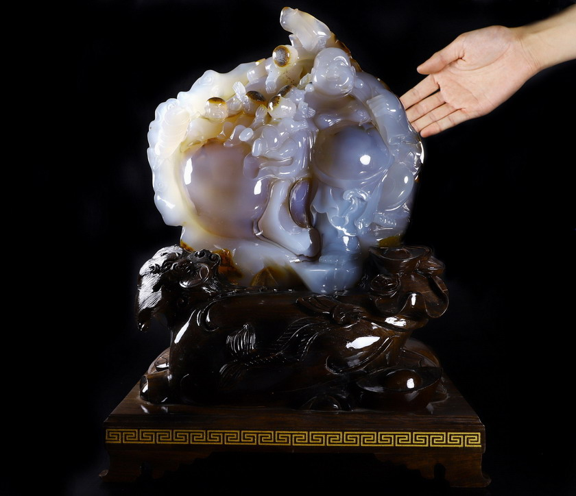 Agate Crystal 5 Lads with Buddha Sculpture, Hair in Head